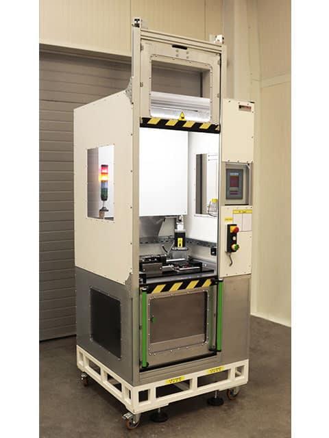 Příklad realizace pro automobilový průmysl: frézovací stanice pro odjehlování trubek